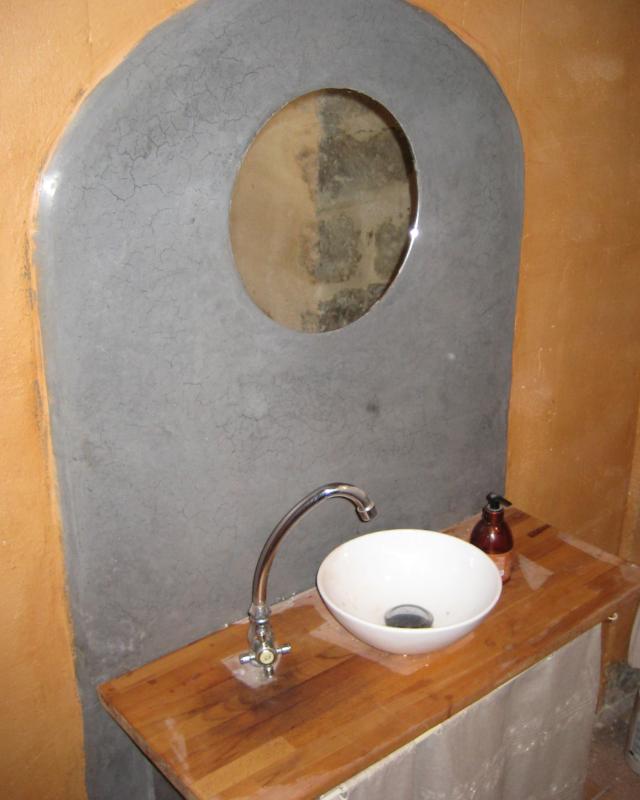 Crédance salle de bain en tadelakt Lot Aveyron